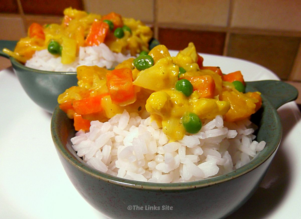 This Cream Vegetable Curry is an easy hearty meal without the meat! thelinkssite.com